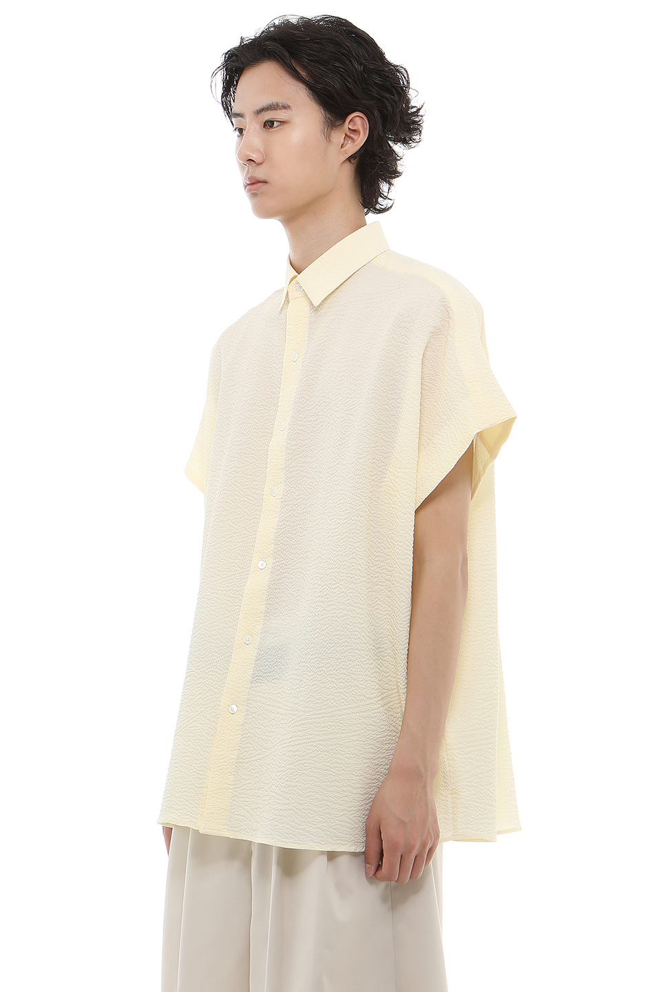 S007 / Seersucker Collar Over Sleeveless Yellow Shirts
